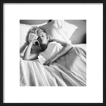 Framed Poster Marilyn Monroe - Bed